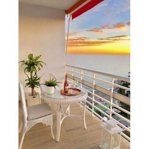 AMAZING SEA VIEWS - A short walk away from downtown and the beach
