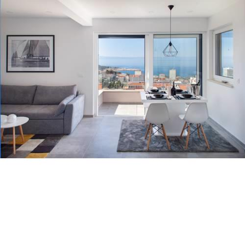Breathtaking view apartment with beach parking